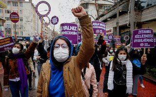 Στιγμιότυπο απο διαμαρτυρία στην Άγκυρα, κατά της απόφασης του Τούρκου προέδρου (Φωτ. Reuters)