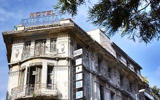 Το ξενοδοχείο Sans Rival, στην οδό Λιοσίων, υπήρξε ένα από τα καλά, παλιά ξενοδοχεία στην ακτίνα γύρω από τον Σταθμό Λαρίσης. Τώρα αναγεννάται. (Φωτ. ΝΙΚΟΣ ΒΑΤΟΠΟΥΛΟΣ)