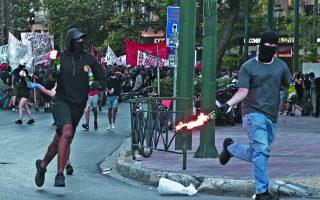 Μόνον αρρωστημένα μυαλά μπορούν να θεωρούν ότι περιστατικά όπως οι βόμβες μολότοφ στις «ειρηνικές» διαδηλώσεις συνιστούν κανονικότητες, που θα πρέπει κάποιος να τις ανέχεται στο πλαίσιο της ελευθερίας της έκφρασης. Φωτ. INTIME NEWS
