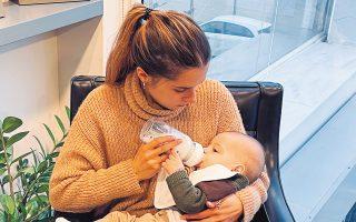 «Πιο πολύ με έχει επηρεάσει το lockdown παρά το μωρό», λέει η Εβίτα Κατσιάνη, που γέννησε τον περασμένο Αύγουστο.