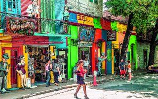 Δρόμος με καταστήματα στο Μπουένος Αϊρες. Το μυθιστόρημα του Γκράχαμ Γκρην «Ο επίτιμος πρόξενος» (Νεφέλη, 1988 / The Honorary Consul, 1973) εκτυλίσσεται στην Αργεντινή, σε ταραγμένα για τη χώρα χρόνια. Φωτ. SHUTTERSTOCK