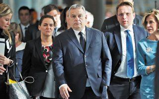 Σε επιστολή του προς τον Μάνφρεντ Βέμπερ, πρόεδρο της ομάδας του ΕΛΚ στο Ευρωπαϊκό Κοινοβούλιο, ο Βίκτορ Ορμπαν εκτιμά ότι η αλλαγή των κανόνων στο ΕΛΚ έγινε με μόνο στόχο τον εξοστρακισμό του Fidesz (φωτ. A.P. Photo / Francisco Seco).