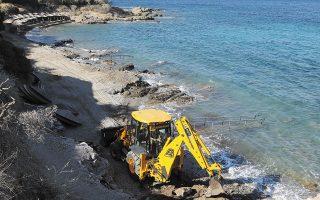 Η αναστολή ανατρέπει το πρόγραμμα κατεδαφίσεων σε αιγιαλούς και παραλίες που ξεκίνησε πέρυσι με χρηματοδότηση από το Πράσινο Ταμείο (φωτ. INTIME NEWS).