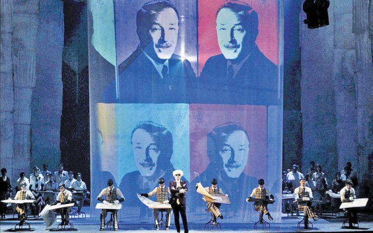 Η όπερα του Φίλιπ Γκλας «Ο τέλειος Αμερικανός» προβάλλεται διαδικτυακά από το Christmas Theater.