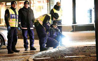 Οι Αρχές δήλωσαν ότι συνεχίζονται οι έρευνες για να διαπιστωθεί αν υπήρχαν τρομοκρατικά κίνητρα, ενώ η αστυνομική παρουσία στην πόλη αυξήθηκε (φωτ. EPA/Mikael Fritzon).