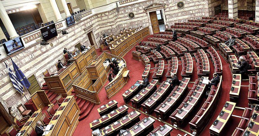 Κατά τη χθεσινή, μαραθώνια κοινοβουλευτική διαδικασία, οι αρχηγοί των κομμάτων της αντιπολίτευσης ανέπτυξαν τους λόγους για τους οποίους τα κόμματά τους καταψήφισαν το νομοθέτημα του υπουργείου Ανάπτυξης για τις δημόσιες συμβάσεις (φωτ. INTIME NEWS).