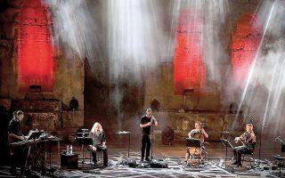 Συναυλία των Γιάννη Αγγελάκα και Νίκου Βελιώτη στο κανάλι του Φεστιβάλ Αθηνών και Επιδαύρου, στο YouTube.
