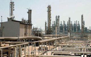 Η επίθεση σημειώθηκε την Κυριακή στις εγκαταστάσεις της ναυαρχίδας του πετρελαϊκού κλάδου της Σαουδικής Αραβίας από μη επανδρωμένο αεροσκάφος (φωτ. AP).