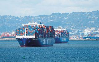 Πριν τα πλοία ξεκινήσουν από ένα λιμάνι κοντά στην Κωνσταντινούπολη με κατεύθυνση την Κίνα, περίπου 6.000 τόνοι χαλκού αντικαταστάθηκαν από πλάκες, που χρησιμοποιούνται σε πεζοδρόμια και οι οποίες είχαν ψεκαστεί με σπρέι στο χρώμα του χαλκού, ώστε να μοιάζουν στο μέταλλο (φωτ. EPA).