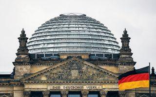 Οι δύο τοπικές εκλογικές αναμετρήσεις αποτελούν την πρώτη σοβαρή δοκιμασία για τον Αρμιν Λάσετ, τον νέο ηγέτη του κυβερνώντος Χριστιανοδημοκρατικού Κόμματος (CDU) της Αγκελα Μέρκελ, και μια πρώτη ένδειξη του πολιτικού βαρόμετρου ενόψει των γενικών εκλογών της 26ης Σεπτεμβρίου.