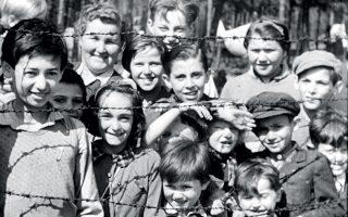 Το ντοκιμαντέρ «Γερμανικά στρατόπεδα συγκέντρωσης - πραγματική έρευνα» αποτύπωσε τις πρώτες εικόνες από τις ναζιστικές θηριωδίες.