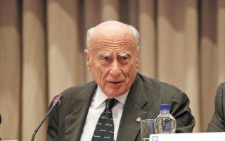 Ο ιδρυτής της Alpha Bank, Γιάννης Κωστόπουλος, δεν κατέφυγε ποτέ σε ακραίο λόγο. Επειθε γιατί στήριζε την άποψή του σε αξίες και αρχές. (Φωτ. ΑΠΕ)