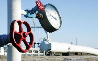 Η Ευρωπαϊκή Επιτροπή δεν αναγνωρίζει το φυσικό αέριο ως καθαρό καύσιμο, γι' αυτό και είναι αρνητική στη χρηματοδότηση της επέκτασης του αγωγού φυσικού αερίου προς τη Δυτική Μακεδονία, έργο που έχει εντάξει ο ΔΕΣΦΑ στο δεκαετές πρόγραμμα ανάπτυξης και το οποίο συνδέεται με την απολιγνιτοποίηση.