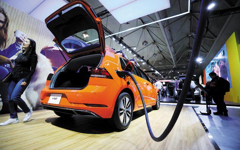 Η Volkswagen προβλέπει να πουλήσει περίπου 1 εκατομμύριο ηλεκτρικά αυτοκίνητα φέτος.
