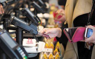Σε ό,τι αφορά τις ηλεκτρονικές αποδείξεις, εξετάζεται εάν θα ανασταλεί το μέτρο ή θα μειωθεί το ποσοστό των δαπανών που πρέπει να έχουν πραγματοποιηθεί ηλεκτρονικά, το οποίο ανέρχεται στο 30% του εισοδήματος.