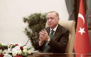 Τηλεδιάσκεψη με τον πρόεδρο του Ευρωπαϊκού Συμβουλίου Σαρλ Μισέλ και την πρόεδρο της Κομισιόν Ούρσουλα φον ντερ Λάιεν, ενόψει της Συνόδου Κορυφής, θα έχει σήμερα ο Τούρκος πρόεδρος Ταγίπ Ερντογάν (φωτ. Turkish Presidency via A.P., Pool).