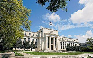 Aν και οι προβλέψεις για τα βασικά μακροοικονομικά μεγέθη των ΗΠΑ αναθεωρήθηκαν προς το καλύτερο, η Fed δεν σκοπεύει να αποκλίνει από την υπάρχουσα χαλαρή νομισματική πολιτική.