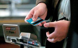 To IOBE συστήνει στοχευμένα μέτρα, όπως επιστροφή χρημάτων σε καταναλωτές που πληρώνουν ηλεκτρονικά σε συγκεκριμένους κλάδους ή γεωγραφικές περιοχές όπου εντοπίζεται υψηλή φοροδιαφυγή.