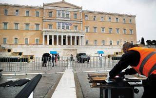Αυξημένα μέτρα ασφαλείας, με την κινητοποίηση περισσότερων από 4.000 αστυνομικών, drones και ελεύθερων σκοπευτών, περιλαμβάνει το επιχειρησιακό σχέδιο της αστυνομίας για την παρέλαση της 25ης Μαρτίου, καθώς και για τις εκδηλώσεις με αφορμή τη συμπλήρωση 200 ετών από την Επανάσταση του 1821 (φωτ. A.P. Photo / Thanassis Stavrakis).