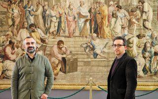 Ο διευθυντής του Μουσείου Μπενάκη Γ. Μαγγίνης (αριστερά) με τον έφορο της συλλογής της Βουλής, Θ. Κουτσογιάννη. (Φωτ. ΝΙΚΟΣ ΚΟΚΚΑΛΙΑΣ)