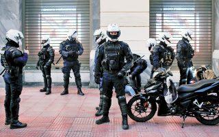 Η Αστυνομία έχει εξόχως δύσκολο έργο: να ελέγχει τη συμμόρφωση των πολιτών με τον νόμο, σεβόμενη, παράλληλα, τα δικαιώματά τους. (Φωτ. ΑΠΕ-ΜΠΕ)