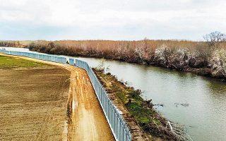 Ο νότιος φράχτης, μήκους 27 χλμ., κατασκευασμένος από υπερσύγχρονα υλικά, υψώνεται στην περιοχή των Φερών και, σύμφωνα με πληροφορίες, θα είναι έτοιμος έως τα τέλη Μαΐου.