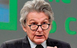 O επίτροπος Εσωτερικής Αγοράς της Ε.Ε. Τιερί Μπρετόν ανέφερε ότι η Ευρώπη αναμένεται να έχει εμβολιάσει το καλοκαίρι, έως τα μέσα Ιουλίου, αρκετούς ανθρώπους για να πετύχει την πολυπόθητη ανοσία της αγέλης (φωτ. John Thys, Pool via A.P.).
