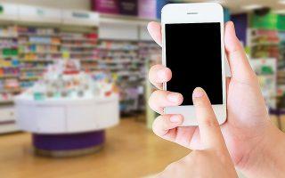 Κατά 98% αυξήθηκαν οι πωλήσεις των προϊόντων υγείας (στην κατηγορία αυτή συγκαταλέγονται οι μάσκες), συμβάλλοντας συνολικά στον τζίρο των ηλεκτρονικών φαρμακείων κατά 8% (φωτ. Shutterstock).