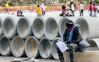 Στιγμιότυπο από τον καταυλισμό στον Καρά Τεπέ. Στη Λέσβο η κατασκευή της νέας δομής δεν έχει ξεκινήσει, ενώ στη Σάμο έχει σχεδόν ολοκληρωθεί (φωτ. INTIME).