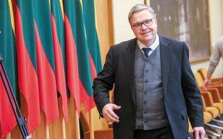 Ο Λιθουανός κεντρικός τραπεζίτης τόνισε πως η ΕΚΤ πρέπει να αντλήσει διδάγματα από παλαιότερες εμπειρίες της, όταν είχε βιαστεί να επιστρέψει σε περιοριστική πολιτική.