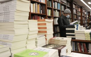 Μεγάλη αύξηση παρατηρήθηκε στα βιβλία αυτοβελτίωσης και ευ ζην, ενώ ανοδικά κινήθηκαν ελληνική και ξένη λογοτεχνία. Το αναγνωστικό κοινό προτίμησε κυρίως «κλασικούς συγγραφείς και σταθερές αξίες». (Φωτ. INTIME NEWS / ΓΙΑΝΝΗΣ ΛΙΑΚΟΣ)