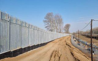 Η ανακατασκευή και ενίσχυση του υφιστάμενου φράχτη έχει ήδη ολοκληρωθεί και προχωρούν οι εργασίες στο νέο τμήμα, που θα έχει συνολικό μήκος 27 χιλιομέτρων.