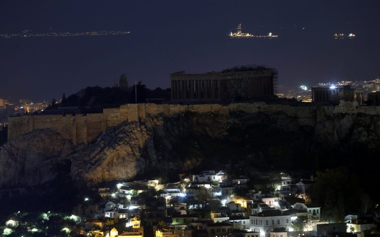 Τα κτίρια-σύμβολα της χώρας συμμετέχουν στην Ώρα της Γης (εικόνες)