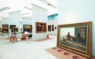 Τα μεγάλα πανό που έχουν τοποθετηθεί στις αίθουσες οδηγούν το βλέμμα των επισκεπτών και επιτρέπουν την παρουσίαση μεγάλων μνημειακών έργων. Λίγες εργασίες απομένουν μέχρι να αποδοθεί η πρώτη αίθουσα της μόνιμης συλλογής.   Φωτογραφίες: ΝΙΚΟΣ ΚΟΚΚΑΛΙΑΣ
