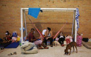 Πολλοί κάτοικοι της Βενεζουέλας έχουν βρει καταφύγιο στη γειτονική Κολομβία, καταγγέλλοντας εγκληματικές πράξεις του στρατού της χώρας τους (φωτ.: Reuters).