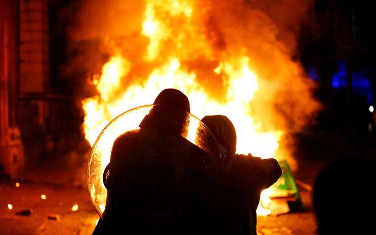 Ταραχές στο Μπρίστολ σε διαδήλωση κατά κυβερνητικού ν/σ