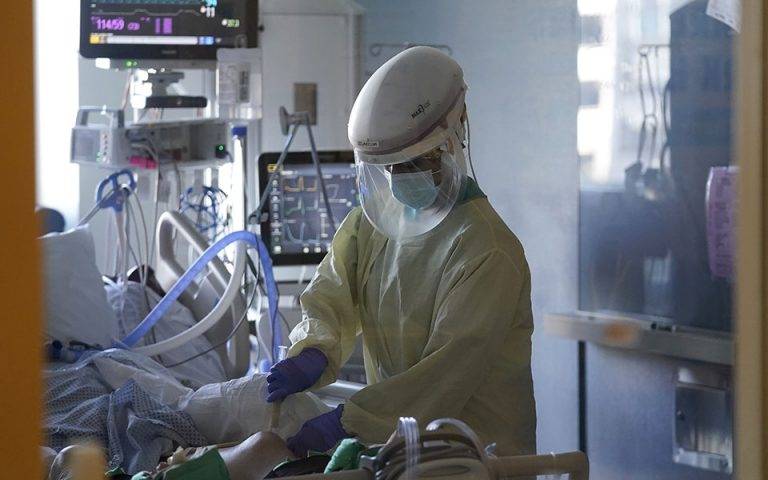 Πρόεδρος ΕΚΑΒ: 62 διασωληνωμένοι ασθενείς σε λίστα αναμονής για ΜΕΘ