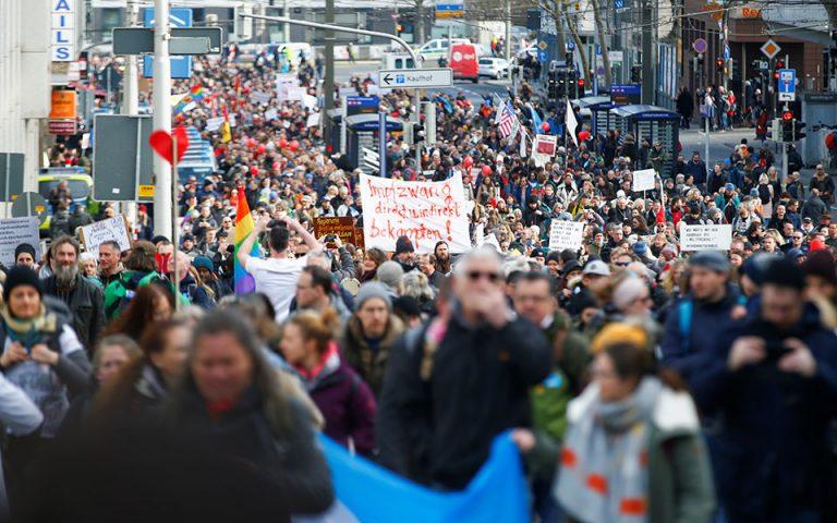 Γερμανία: Διαδηλώσεις και ταραχές κατά της καραντίνας