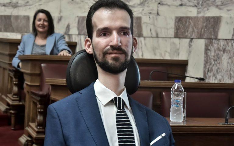 Τι απαντά ο Στέλιος Κυμπουρόπουλος για την ψήφο κατά των αμβλώσεων