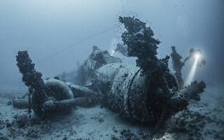 Ιταλικό βομβαρδιστικό «Savoia Marchetti», βυθισμένο στον Σαρωνικό Κόλπο Φωτ. Derk Remmers
