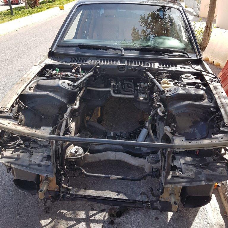 sta-dichtya-tis-el-as-kykloma-poy-diepratte-apates-me-super-cars1