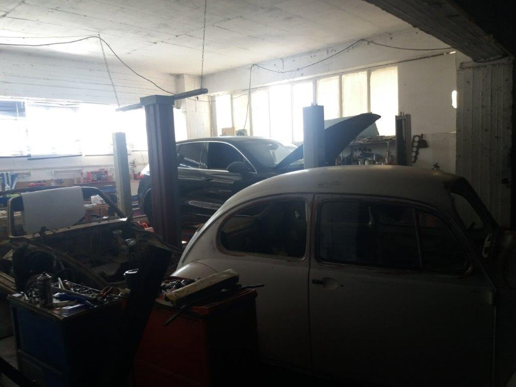 sta-dichtya-tis-el-as-kykloma-poy-diepratte-apates-me-super-cars3
