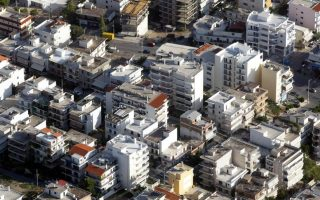 Σύμφωνα με τον δείκτη SPI Index (Spitogatos Property Index), κατά το πρώτο τρίμηνο του 2021 η μέση ζητούμενη τιμή πώλησης στο σύνολο της χώρας ανήλθε σε 1.600 ευρώ/τ.μ., από 1.545 ευρώ/τ.μ. κατά το αντίστοιχο περυσινό διάστημα.