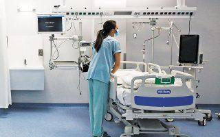 Η κάλυψη των κλινών ΜΕΘ COVID στην επικράτεια είναι στο 85% και των απλών κλινών στο 59%. Χθες ανακοινώθηκαν 4.033 νέα κρούσματα της COVID-19 και 93 θάνατοι (φωτ. ΑΠΕ-ΜΠΕ / ΑΛΕΞΑΝΔΡΟΣ ΒΛΑΧΟΣ).