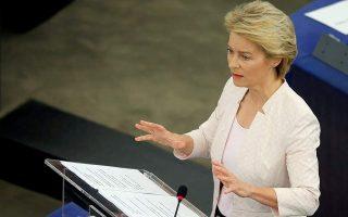 Πρόκειται για μια «ιστορική στιγμή», δήλωσε η πρόεδρος της Κομισιόν Ούρσουλα φον ντερ Λάιεν (φωτ. AP).