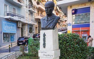 Η προτομή του Στράτη Μυριβήλη στο Παγκράτι είναι έργο της Λουκίας Γεωργαντή  (1919-2001). (Φωτ. ΝΙΚΟΣ ΒΑΤΟΠΟΥΛΟΣ)