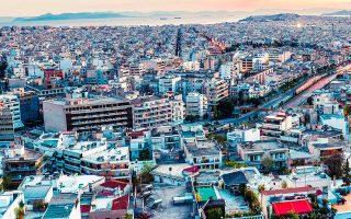 Σύμφωνα με τη Eurostat, οι τιμές των κατοικιών στην Ελλάδα υποχώρησαν κατά 28,1% από το 2010 μέχρι το τέλος του 2020, ενώ οι τιμές ενοικίασης κατοικιών εμφανίζονται μειωμένες κατά 25,2%.