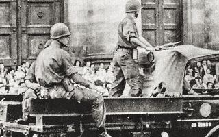 24 Μαρτίου 1976. Το αναμενόμενο πραξικόπημα των ενόπλων δυνάμεων της Αργεντινής κατά της Ιζαμπέλ Περόν σε πλήρη εξέλιξη. (Φωτ. ASSOCIATED PRESS)