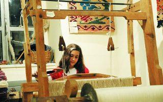 Λαογραφικό Μουσείο Αράχωβας. Η επιστροφή στην παράδοση μπορεί να σημαίνει αναβίωση παραδοσιακών τεχνικών και τεχνοτροπιών και μπόλιασμά τους με σύγχρονα ρεύματα για την παραγωγή ανταγωνιστικών προϊόντων. Φωτ. ΛΑΟΓΡΑΦΙΚΟ ΜΟΥΣΕΙΟ ΑΡΑΧΩΒΑΣ