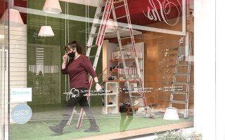 Πυρετώδεις είναι οι προετοιμασίες στα εμπορικά καταστήματα ενόψει του ανοίγματος την προσεχή Δευτέρα 5 Απριλίου (φωτ. INTIME NEWS).